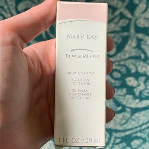 NIB Mary Kay Night solution for dry to oily skin